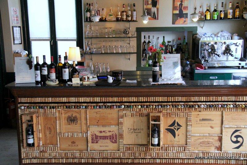 Bancone bar vintage usato u tavolo consolle allungabile